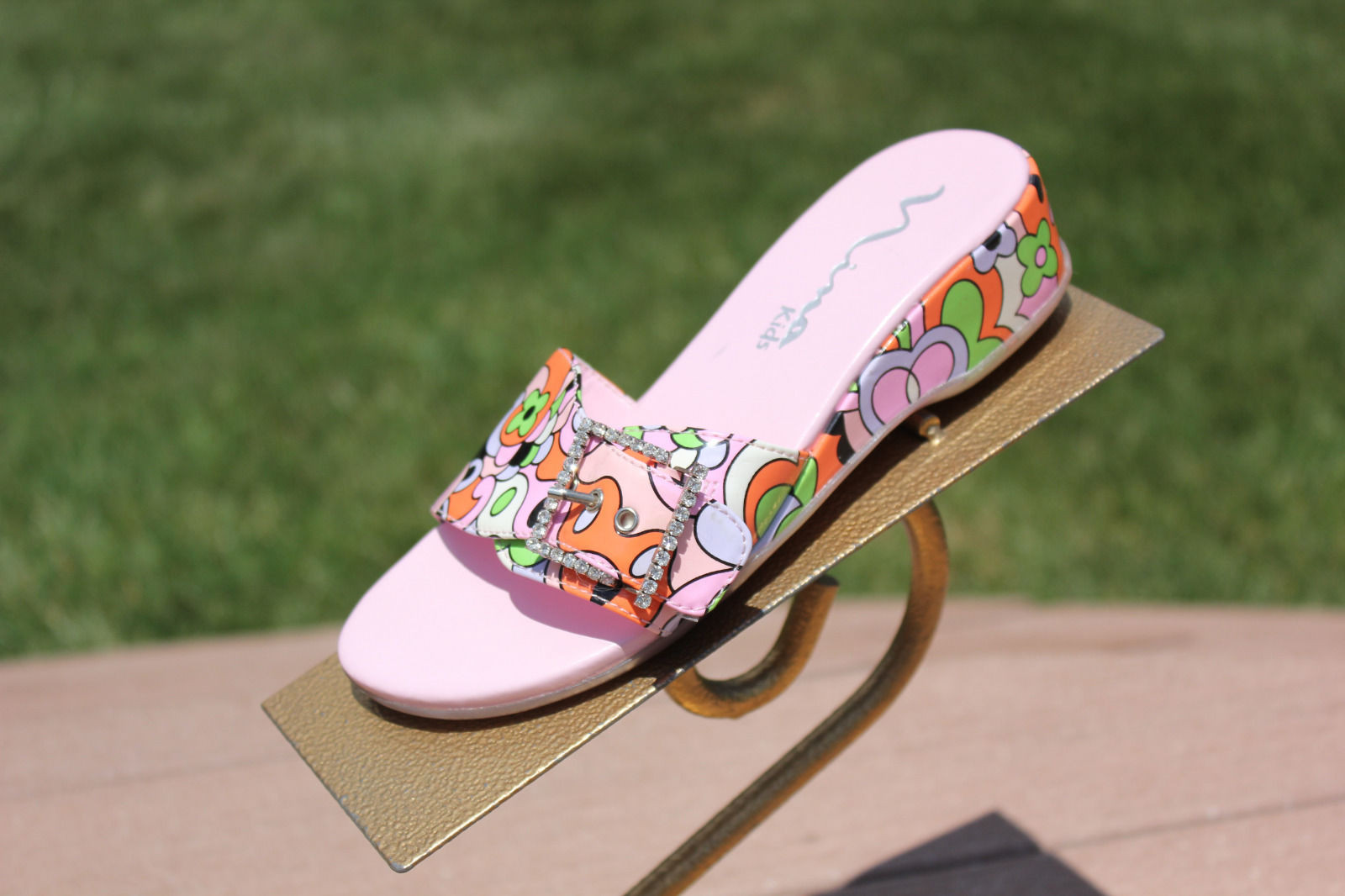 Girls NINA KIDS Slip On Psychedelic Colors Sandals Rhinestone Buckle Pre-Owned